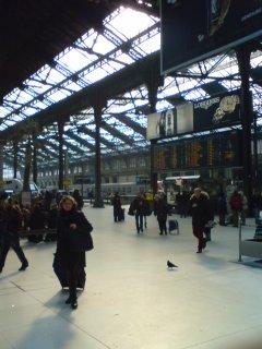 パリのリオン駅にて